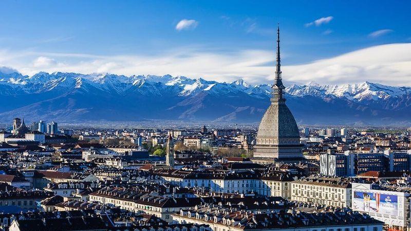 Kota Turin di Italia adalah markas klub Juventus yang baru saja menuntaskan kepindahan megabintang Cristiano Ronaldo dari Real Madrid. Di Turin, rumah barunya Ronaldo, ada banyak destinasi cantik yang bisa traveler kunjungi (Instagram/@turismotorino)