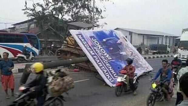 Ini baliho yang roboh timpa pemotor di Bekasi