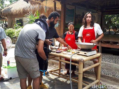 Cerita Seru Chef Gerry Girianza dan Aga Alvian Masak Keliling Indonesia
