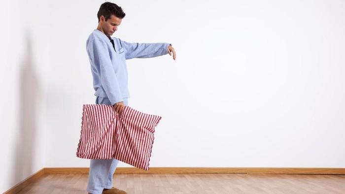 Tidur sambil berjalan atau sleepwalking terjadi karena ketidakseimbangan bahan kimia di dalam tubuh seseorang/Foto: Thinkstock