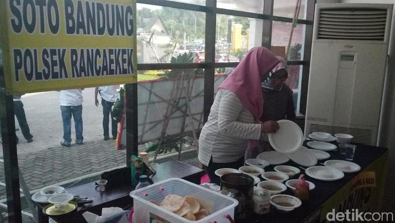 Pengamen hingga PKL Meriahkan HUT Bhayangkara di Bandung