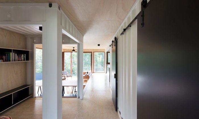 Interior dinding rumah ini di cat dengan warna putih glossy. Istimewa/Simon Whitbread/Inhabitat.
