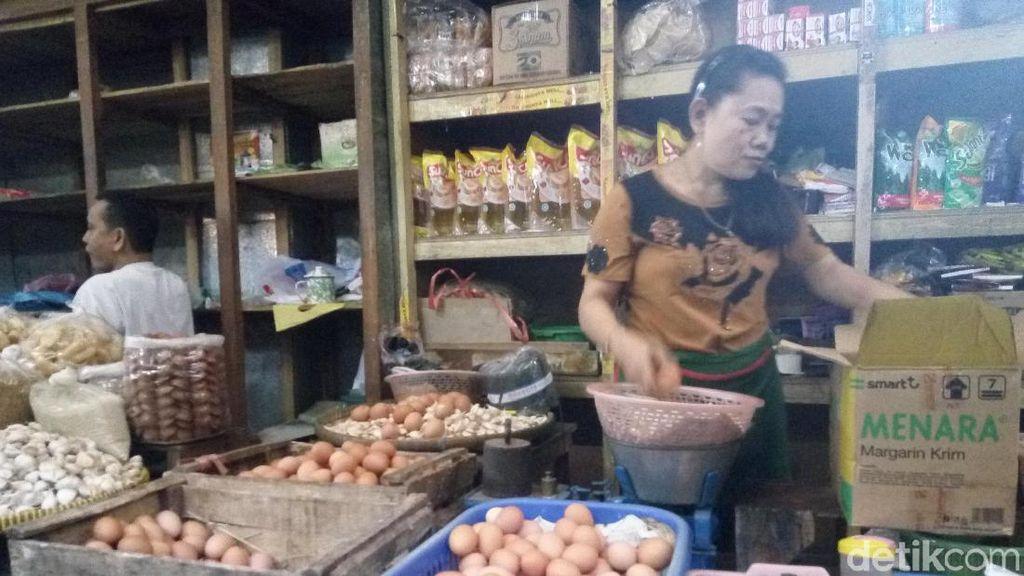 Curhat Pedagang: Harga Telur Ayam Sudah Nggak Normal