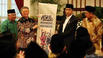 Jokowi Terima Mushaf Alquran dari Pengusaha Malaysia