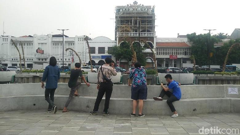 Foto: Traveler di Kali Besar, Kota Tua Jakarta (Randy/detikTravel)