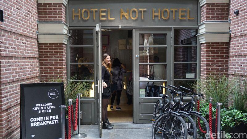 Inilah Hotel Not Hotel di di Piri Reisplein 34, 1057 KH Amsterdam, Belanda. Dari namanya saja sudah bikin penasaran (Afif Farhan/detikTravel)