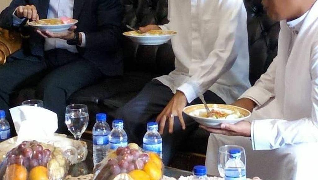 Intip Gaya Tuan Guru Bajang Saat Makan Bersama Ustaz Abdul Somad dan Ulama