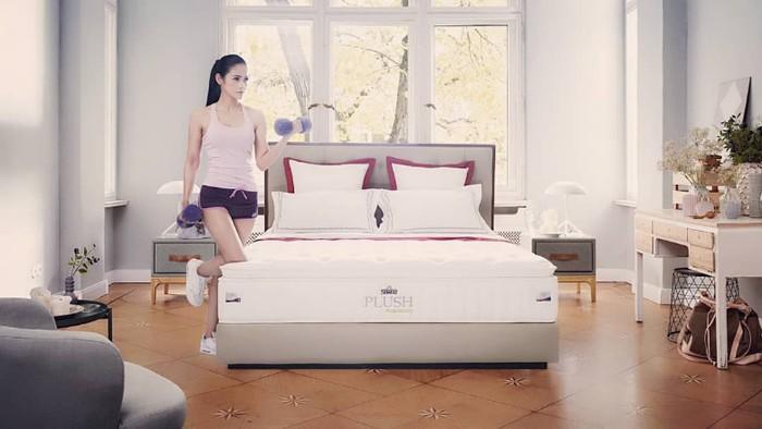 Bangun tidur di pagi hari, jangan lupa olahraga ringan dulu sebelum memulai aktivitas. (Foto:instagram/kartikaberliana)