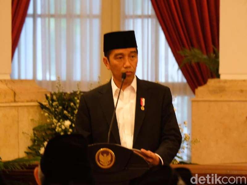 Jokowi Hadiri Malam Renungan Suci di TMP Kalibata
