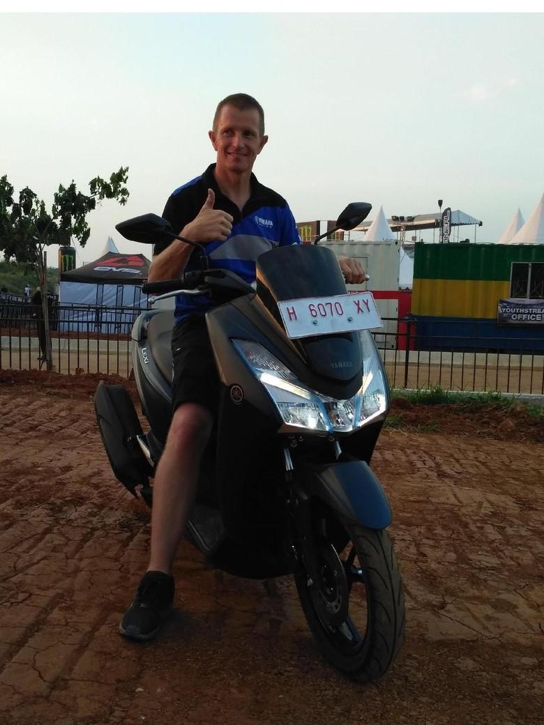Motocross Racing Manager of Yamaha Motor Europe, Erik Eggens, naik Lexi di MXGP Semarang (Foto: dok. Yamaha)/Foto: Dok Yamaha