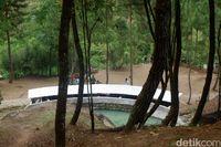 Sensasi Mandi Air Hangat di Tengah Hutan Banjarnegara