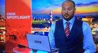 Presenter BBC Ollie Yates tampil ala Gareth saat siaran.