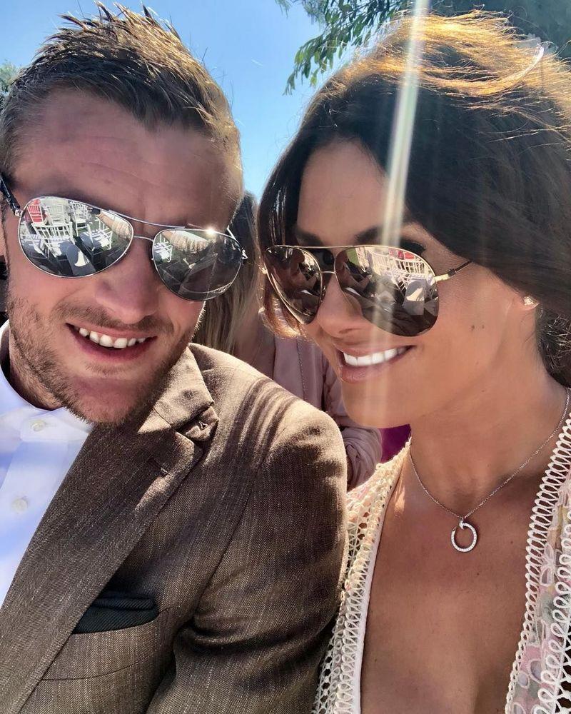 Rebekah dan Jamie Vardy mulai berkencan di tahun 2014. Sejak saat itu, Jamie seperti menemukan belahan hatinya. Mereka pun tak terpisahkan (Instagram/@beckyvardy)