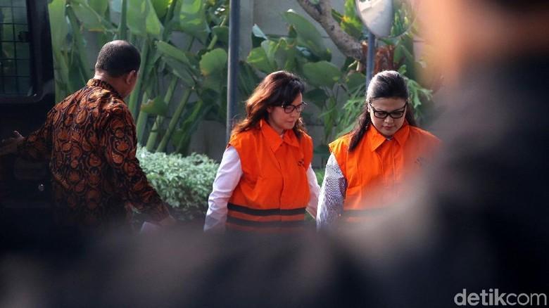 Pemeriksaan Perdana Rinawati dan Rooslynda Pasca Ditahan KPK