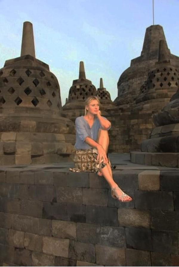 Petenis cantik ini ke Candi Borobudur untuk menikmati indahnya sunrise di sana (Maria Sharapova/Facebook)