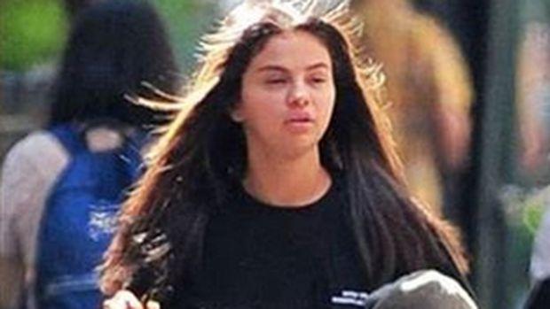 Justin-Hailey Resmi Tunangan, Selena Gomez Kepergok Bermata Sembab