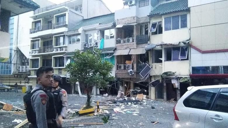 2 PKL Luka-luka Akibat Ledakan Ruko di Kebayoran Baru