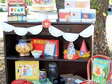 Tema pesta ulang tahun bergaya vintage alias jadul oke juga nih. (Foto: Blog Giggles Galore)
