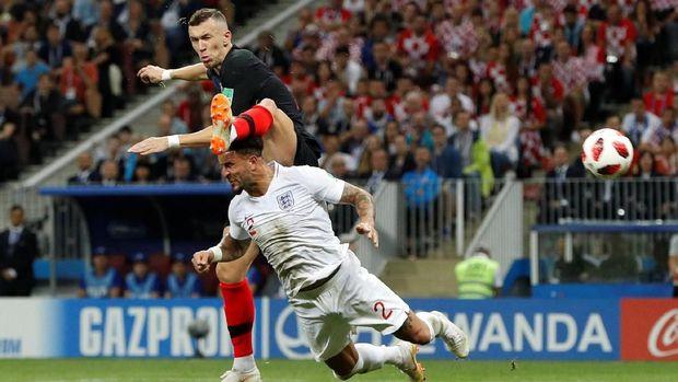 Ivan Perisic ketika mencetak gol ke gawang Inggris.