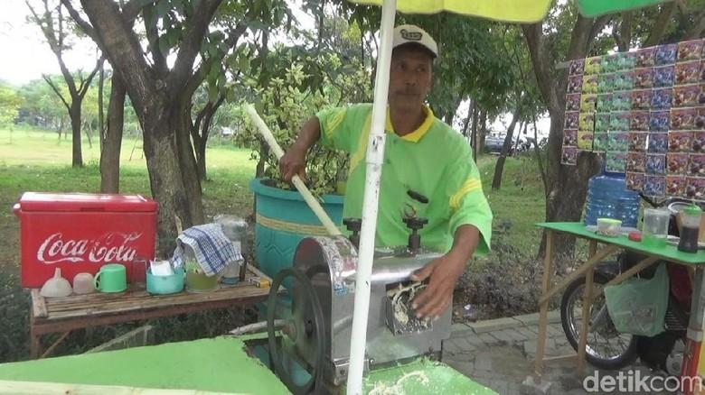 Penjual Es Tebu Bikin Kagum Tetangga, Pilih Haji daripada Mobil