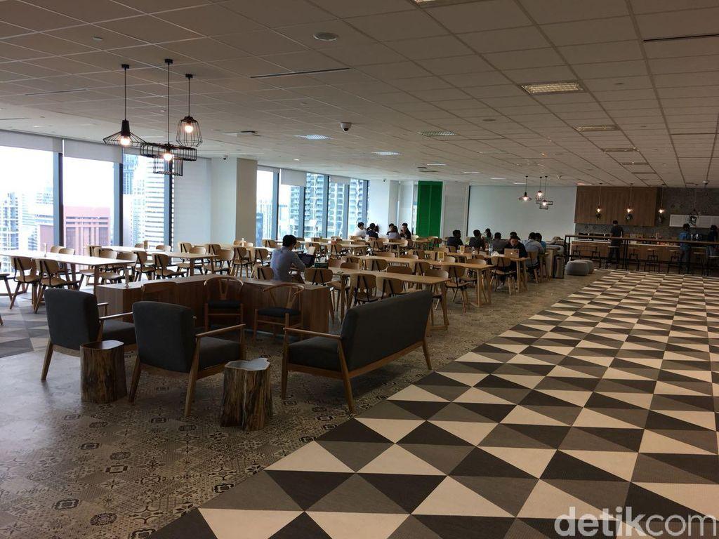 Konsep open space ciri khas startup disajikan Grab melalui kantor pusat di Marina One ini. Kesan megah dan nyaman pun terasa di sini. Foto: detikINET/Agus Tri Haryanto