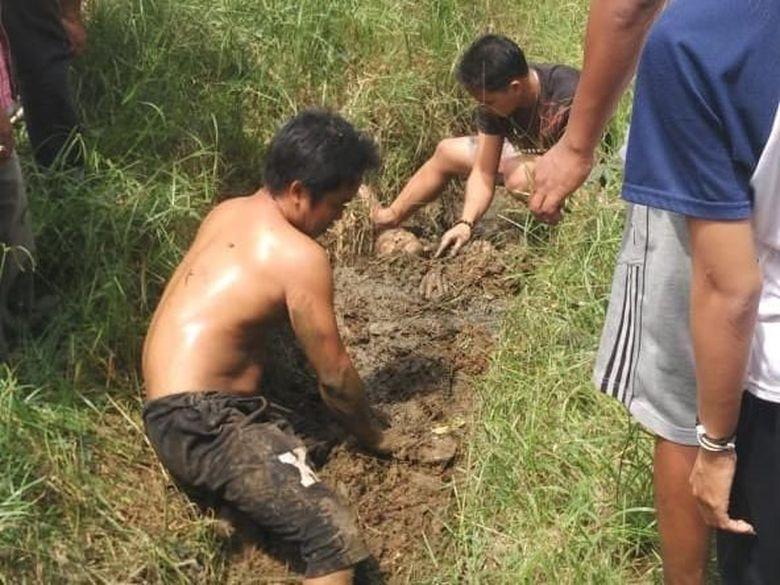 Geger Bangkit dari Kubur, Susanto Ditimbun Warga karena Tersetrum