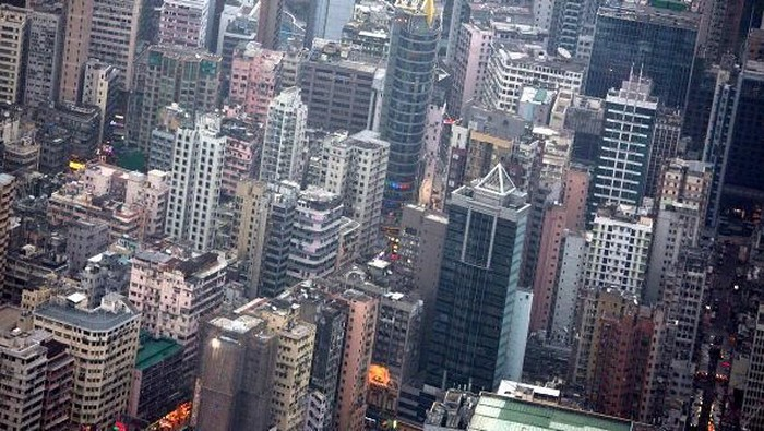 Beberapa kota ini dianggap sebagai kota paling sibuk di dunia. Hal itu karena berbagai kegiatan tak pernah henti dilakukan baik dalam hal ekonomi maupun hiburan.