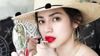 Jedar mengeluarkan produk seperti lipstik cair hingga BB Cushion. Dok. Instagram/inijedar