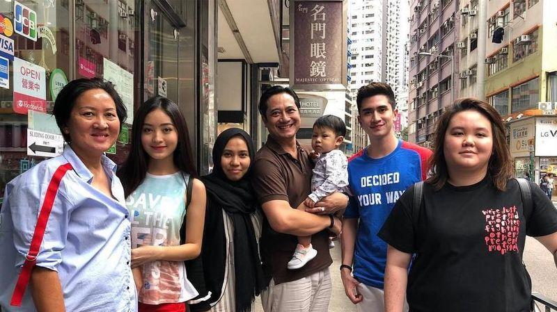 Foto: Di Hong Kong mereka tak berdua saja, tapi juga bersama keluarga (natashawilona12/Instagram)