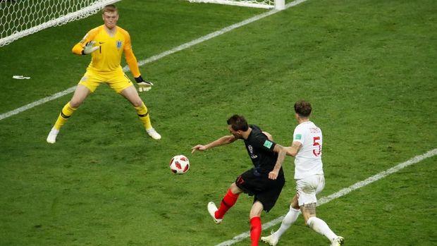 Kroasia mengalahkan Inggris lewat gol Mario Mandzukic di babak tambahan.