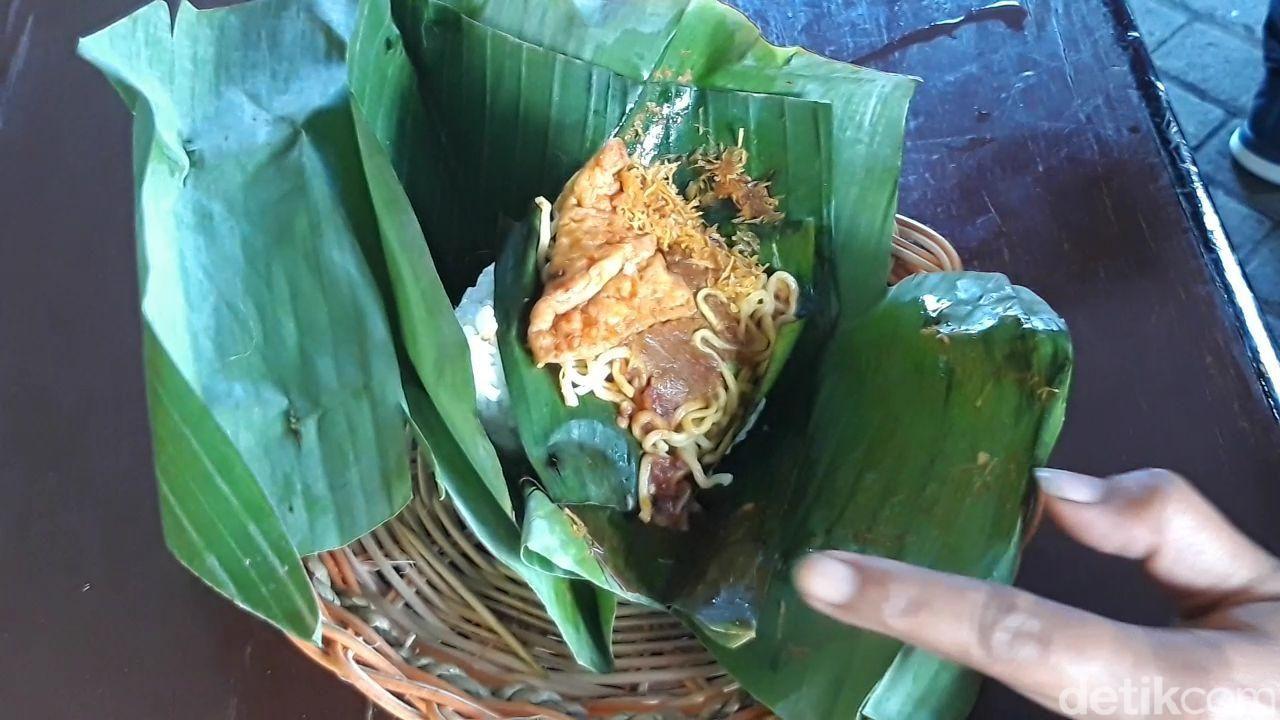 nasi bungkus Rp 1000 di surabaya