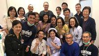 Dr Harry bersama rekan-rekan dokter pasca penyelamatan di Thailand.