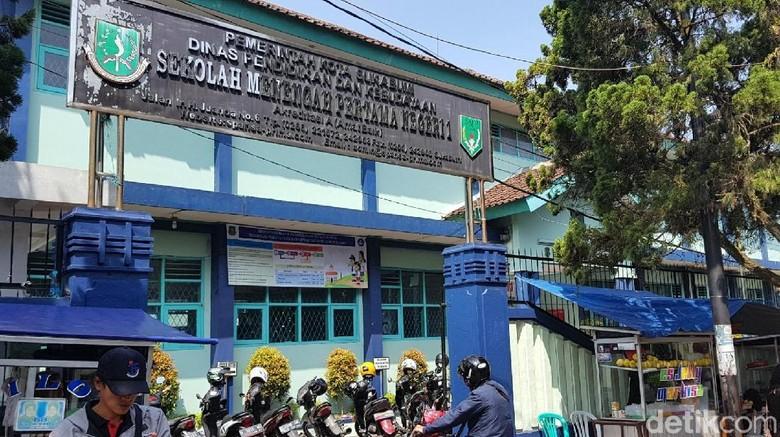 Putrinya Tak Diterima di SMPN 1 Sukabumi, Ibu Ini Protes Soal Zonasi