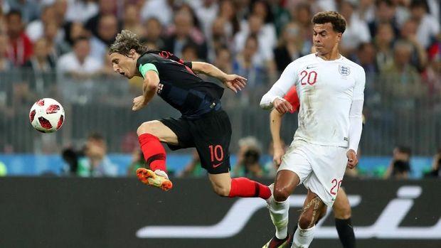 Luka Modric bermain terlalu kedalam di babak pertama.