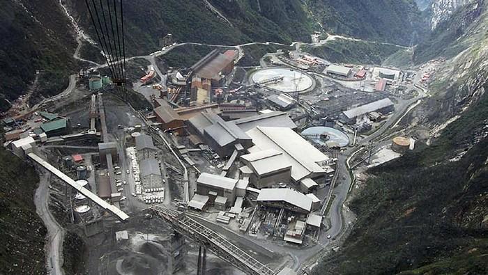 PT Freeport Indonesia akan menyerahkan 51% sahamnya ke Pemerintah RI. Yuk, lihat penampakan tambang Freeport di Papua.