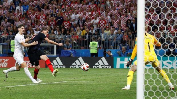 Gol Mario Mandzukic memastikan kemenangan Kroasia atas Inggris.