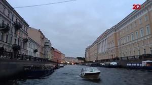 Menikmati Keindahan Kota Saint Petersburg dari Sungai