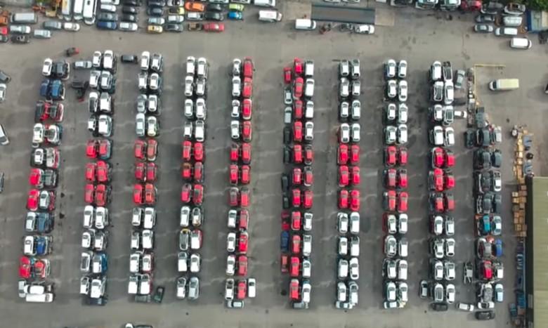 Barisan Mobil Bekas Bentuk Bendera Inggris. Foto: Istimewa