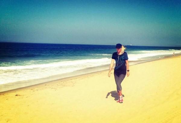 Petenis ini senang wisata pantai lho (Maria Sharapova/Facebook)