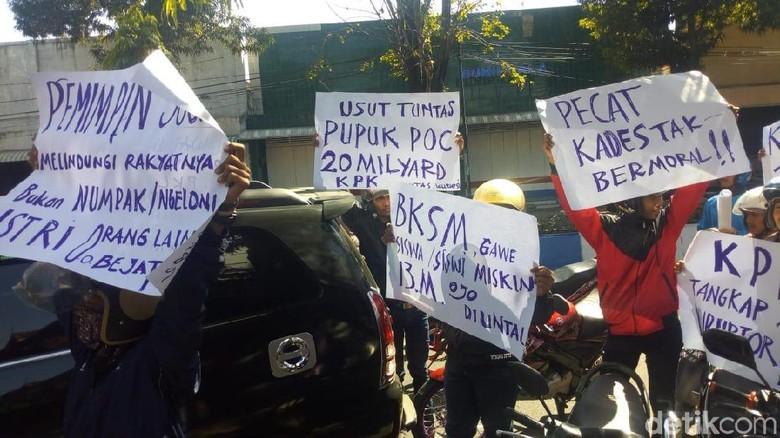 Puluhan Warga Tuntut Usut Tuntas Kasus Korupsi di Ponorogo