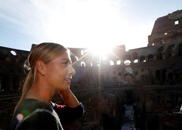 Colosseum yang ikonik di Roma pernah menjadi lokasi pemotretan Sharapova sebelum turnamen Italia Open (Stefano Rellandini/Reuters)