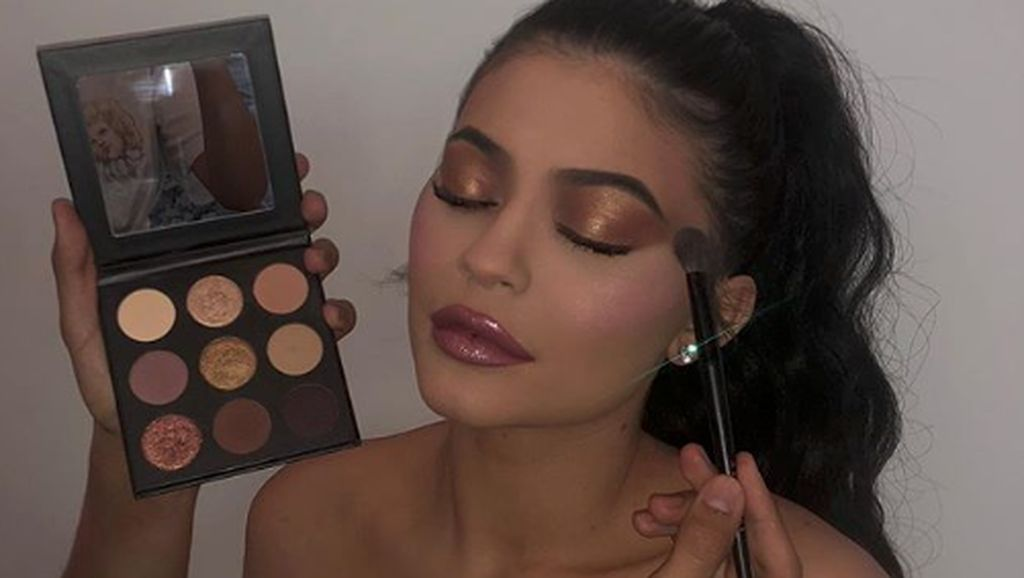 Cerita Kylie Jenner Jadi Miliarder Termuda dari Kosmetik