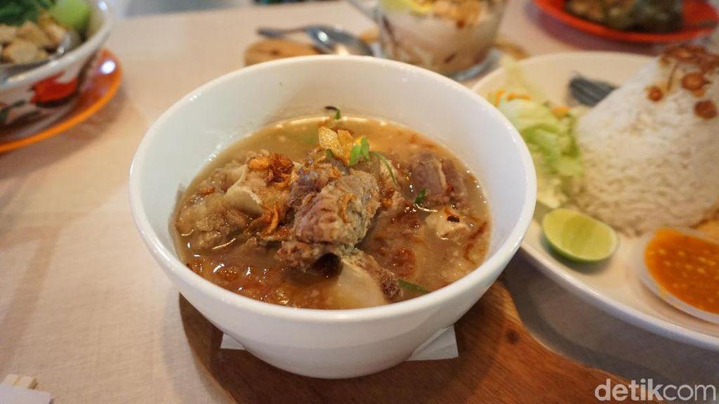 Mangan Mangan: Gurihnya Sup Buntut dan Yamien Ayam