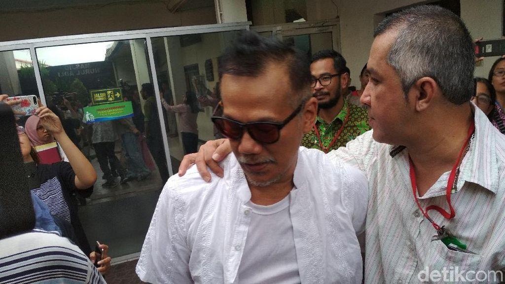 Tio Pakusadewo Bersyukur Selalu Ditemani Sang Anak saat Sidang