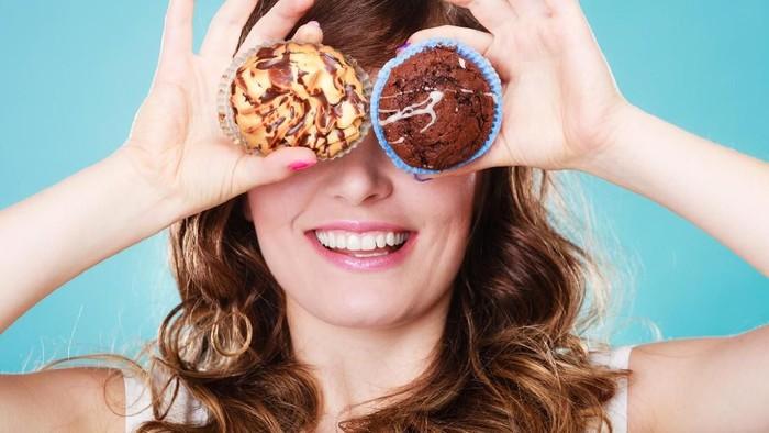 Makan makanan manis berlebihan bisa picu gigi berlubang. Foto: iStock