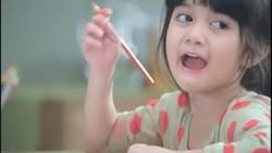 Masih ingat dengan Afiqah, perempuan lucu yang hits lewat iklan sebuah produk biskuit? Ia kini sibuk menekuni bidang gymnastic lho. Penasaran? Intip yuk!
