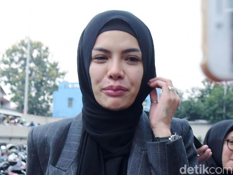 Nikita Mirzani Tahan Tangis Diingatkan saat Gelar Pernikahan dengan Dipo