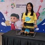 Lewat Mobil, Gadis Belia Ini Pengin Orang Indonesia Bersatu
