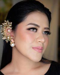 Cantiknya Kahiyang Ayu dengan Makeup Flawless Saat Foto Hamil