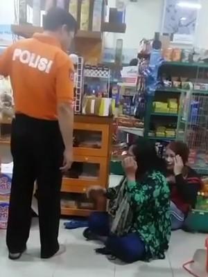 Video: Aksi Koboi AKBP Yusuf Tendang Ibu-ibu di Minimarket